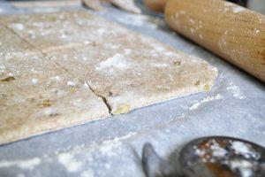 Tartaletas de espelta con berenjena, queso azul y nueces